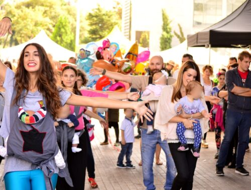 baby wearing dance - Δώρα Μελά
